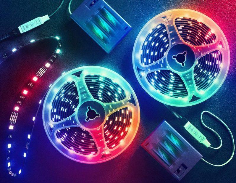 can battery light up LED strip light?